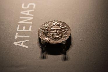La médaille, en argent, offerte aux champions olympiques des Jeux d'Athènes, en 1896