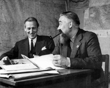 Victor de Laveleye et Jan Moedwil dans les bureaux de Radio Belgique à Londres