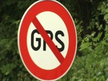 Des panneaux d'interdiction non prévus par le code de la route