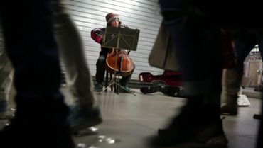 Une violoncelliste de classe mondiale ignorée dans le métro bruxellois