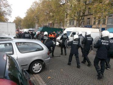 Forte tension entre manifestants et policiers