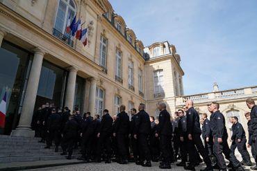 """Macron remercie les pompiers de Notre-Dame: """"Vous avez été l'exemple parfait"""""""
