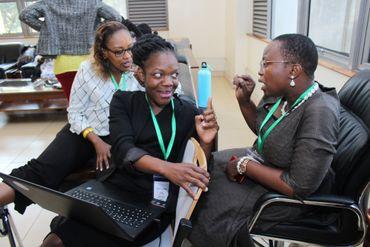 Les candidates sont jugées notamment sur le capacité à travailler en groupe. Ici Collette Akwana en pleine séance de groupe.