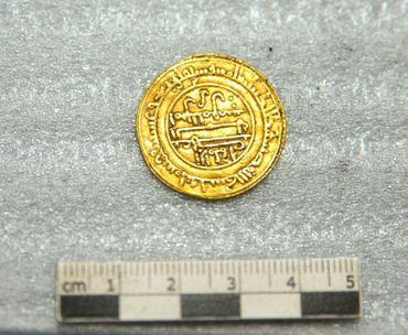 """Trésor """"rare"""": 2000 pièces d'or du XIIème siècle découvertes à l'abbaye de Cluny"""