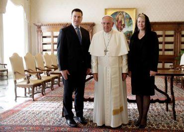 Karin Ratas, l'épouse du premier ministre estonien Juri Ratas (ici en visite chez le pape François).