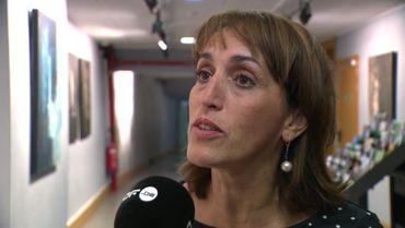 Faouzia Hariche, l'échevine de l'Enseignement de la Ville de Bruxelles, au micro de la RTBF