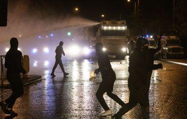 Irlande du Nord: les violences ont continué cette nuit à Belfast, embrasée à cause du Brexit