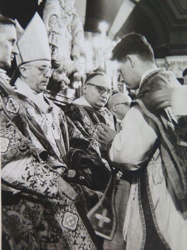Gaëtan en 1962, lors de son ordination, bien avant sa rencontre avec Sophie.