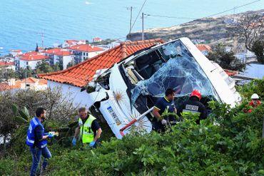 Vingt-huit morts dans l'accident d'un bus touristique à Madère, des allemands parmi les victimes