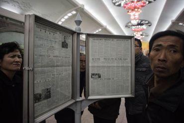 Les journaux, publiés dans les stations de métro.