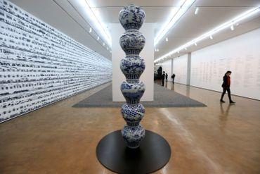 """L'une des oeuvres de la série rétrospective exposée par Ai Weiwei en mai dernier à Santiago du Chili et liée à la série """"Pillar"""", dont certaines pièces ont été détruites ce weekend à Pékin"""