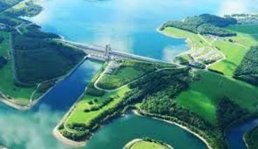 Avec 66 km de berges, plus que la côte belge, les Lacs de l'Eau d'Heure sont devenus une des destinations qui attirent le plus de touristes en Wallonie.