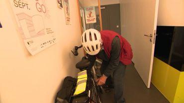 Ici, les patients peuvent rentrer leur vélo électrique à l'intérieur de la maison médicale.
