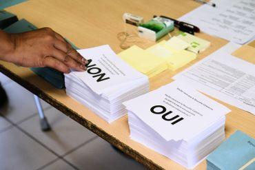 Bulletins de vote à Nouméa, le 04 octobre 2020