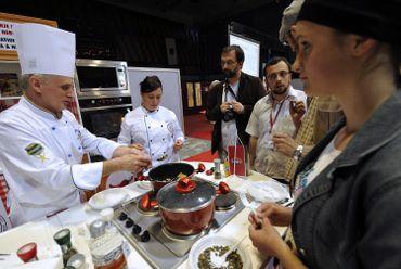 Certains musulmans regrettent l'absence (ou la rareté) de restaurants gastronomiques halal.