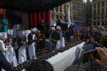 Confection de kimbap, plat à base de riz, en présence de Karine Lalieux, l'échevinede la Culture de la Ville de Bruxelles et Kim Hyoung Zhin, l'ambassadeur de la République de Corée en Belgique