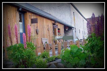 L'escapade au Walestru vous propose une chambre , une suite, une cabane de charme ou une roulotte !