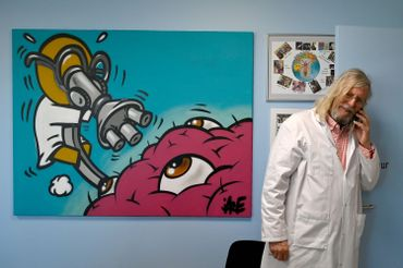 Le professeur Didier Raoult, très médiatisé, préconise la prise de chloroquine