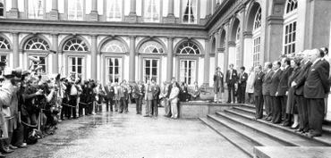 Photo de famille dans la cour d'honneur lors d'un Sommet européen en 1982.
