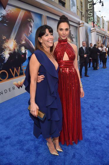 """Patty Jenkins et Gal Gadot lors de l'avant première de """"Wonder Woman"""""""