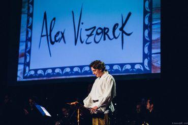 """Le spectacle """" Pierre & le Loup """". Un conte musical indémodable, éclairé par la voix et l'humour d'Alex Vizorek"""
