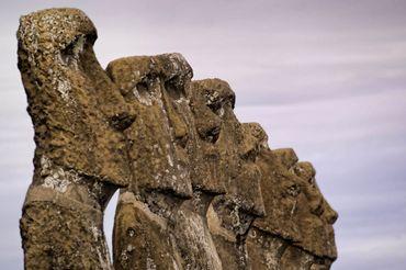 7 Moai de profil