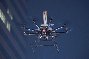 Flamme olympique transportée en drone, le 13 janvier