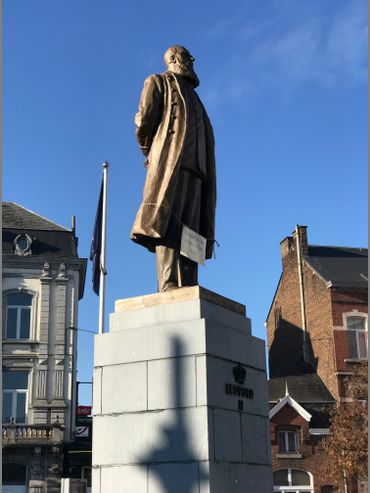 Léopold II trône place Wiertz à Namur