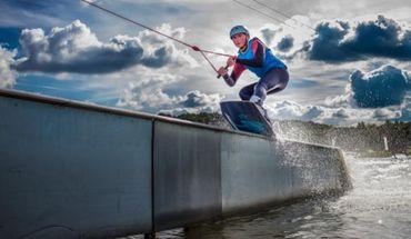 The Spin Cablepark est un téléski nautique monté sur un lac, qui vous permettra de vous adonner aux joies du ski nautique et du wakeboard. Il suffit de se jeter à l'eau