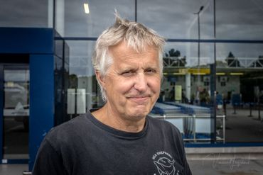C'est Jan Reyniers qui à l'aide d'une pince coupante a libéré la tortue