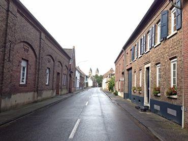 La rue principale d'Immerath, déserte