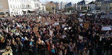 """Plus de 10.000 jeunes manifestants pour le climat à Louvain, """"la plus forte mobilisation jamais vue"""""""