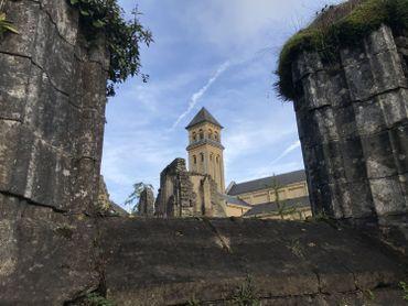 L'Abbaye Notre-Dame d'Orval, aujourd'huiI. Détruite à la Révolution française, elle sera reconstruite à partir de 1926 selon le plan cistercien traditionnel.