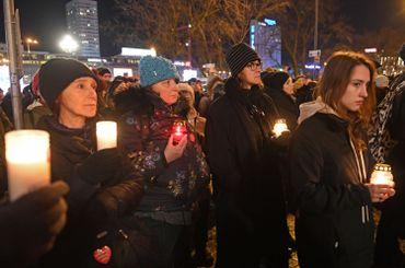 Des polonais étaient rassemblés dans plusieurs villes. Ici, à Varsovie.