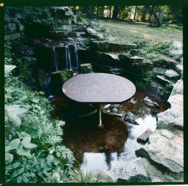 Une des créations de Jules Wabbes, la table Pan coupé