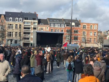 Les jeunes affluent à Louvain.