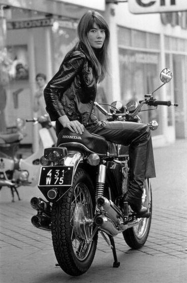 Françoise Hardy qui fait le lancement de la Honda CB 750 Four K0 en 1969