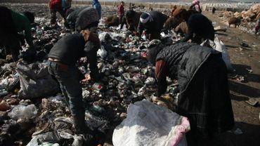 Pauvreté en Syrie: les enfants travaillent sur les décharges