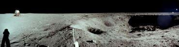 Neil Armstrong tenait à photographier ce cratère de 30 mètres de large et 4 mètres de profondeur.