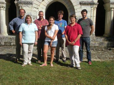 La famille Gribomont en compagnie de l'équipe de C'est du Belge, des gauche à droite : Marc-Olivier, Christine, Gérald Decoster, notre journaliste, Victoria, Eric Chabot, notre preneur de son, Igor et Paul Mauroy, le cameraman.