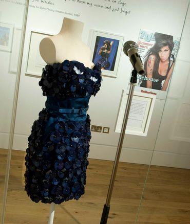 La robe Luella Bartley portée par Amy Winehouse à Glastonbury en 2008