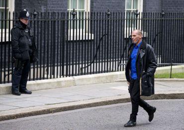 """Impertinent, inflexible et """"économiste par accident"""": qui est Yanis Varoufakis?"""