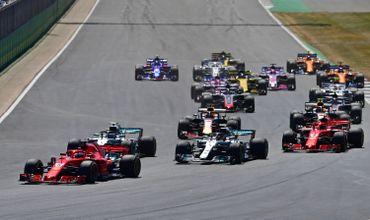 Sebastian Vettel prend la tête au départ