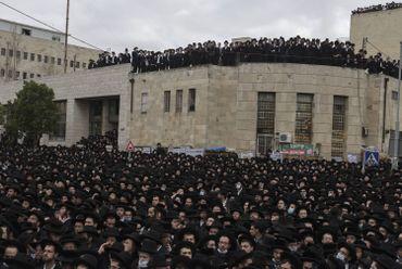 Coronavirus en Israël: une foule d'ultra-orthodoxes aux obsèques d'un rabbin, sans respect des mesures
