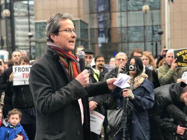 Alexis Deswaf, vice-président de la FIDH lors de la manifestation de soutien aux migrants, à l'initiative d'une dizaine d'ONG