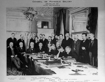 La photo officielle du premier congrès Solvay de physique de 1911 à l'hôtel Métropole de Bruxelles.