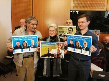 Les citoyens de Cumuleo et Transparancia sont également présents au parlement bruxellois pour soutenir le vote sur le décumul intégral à Bruxelles.