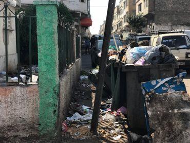 Azzedine Taoussi, membre de l'association El Miter Bouchentouf, interpelle régulièrement le maire de Derb Sultan au sujet de la gestion des ordures