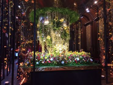 Une équipe de 14 fleuristes ont créé cette oeuvre monumentale