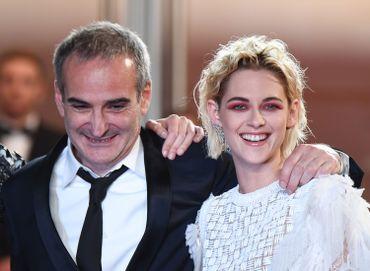"""Olivier Assayas et Kristen Stewart lors de la présentation de """"Personal Shopper"""" à Cannes"""